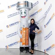 надувная рекламная кукла болт машет рукой