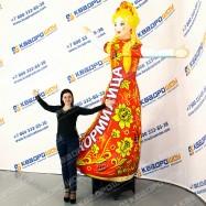 надувная ростовая кукла девушка в платье хохлома