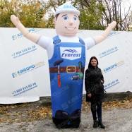 Надувная рекламная кукла строитель с машущей рукой изготовление