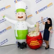 Надувной рекламный повар с горшком пельменей