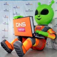 Реклама на крыше надувной инопланетянин