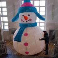 Огромный надувной Снеговик