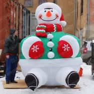 Огромный новогодний Снеговик