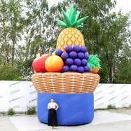 Надувные фрукты виноград, яблоко, персик ананас груша в большой корзине