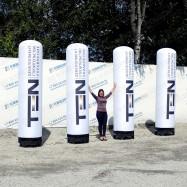 Пневмоконструкции белые столбы с логотипом на заказ
