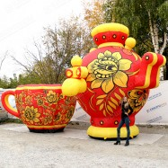 Огромные фигуры самовар и чашка хохлома