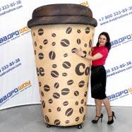 огромный рекламный макет стаканчик для кофе