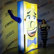 пневмофигура дверь зазывающая клиентов