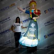 Фигура рекламная девушка с букетом