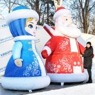 уличные новогодние декорации надувная снегурочка и дед мороз