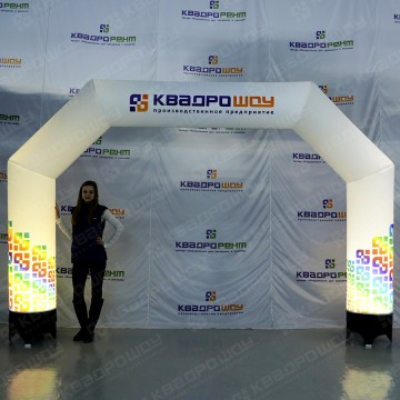 арка с подсветкой с логотипом квадрошоу