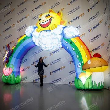 Радужная арка с декором и подсветкой