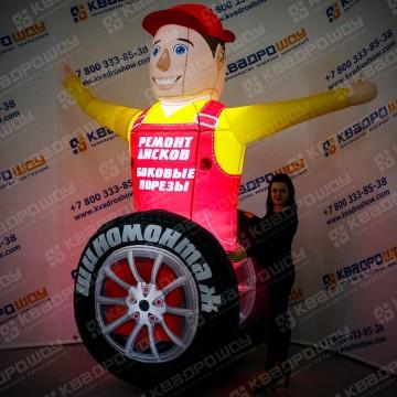 Надувная фигура автомастер с колесом