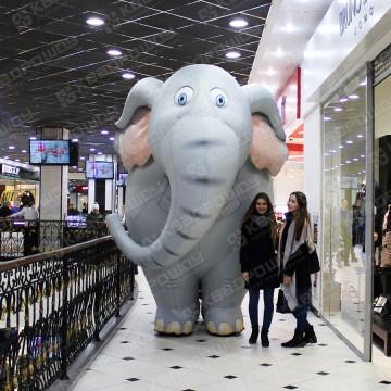 Фигура слона в торговом центре