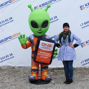 Надувная фигура Инопланетянин с планшетом ДНС