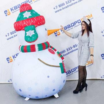 Новогодняя реклама снеговик
