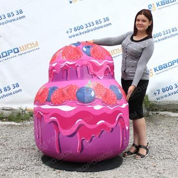 гигантский рекламный муляж торта