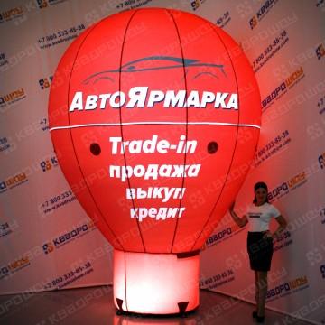 красная капля на опоре с подсветкой для рекламы автоярмарки