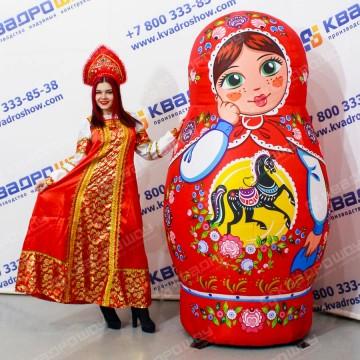 Надувная матрёшка шатенка Городецкая роспись