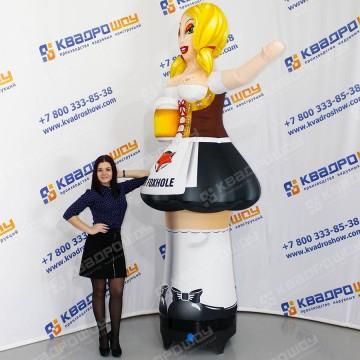 Надувная фигура девушка с кружкой пива