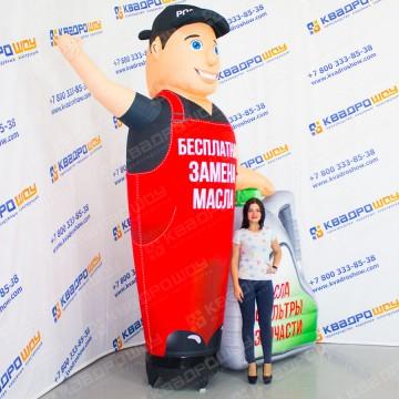 Надувной рекламный человечек с машущей рукой и канистрой