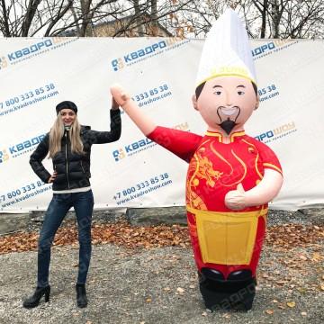 Надувная фигура повара китайского ресторана с машущей рукой