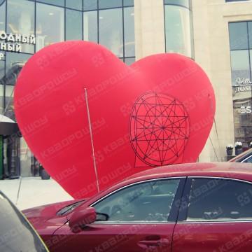 Надувная конструкция сердце с принтом