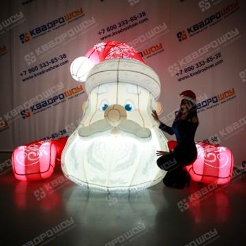 Надувная голова Деда Мороза на фасад здания