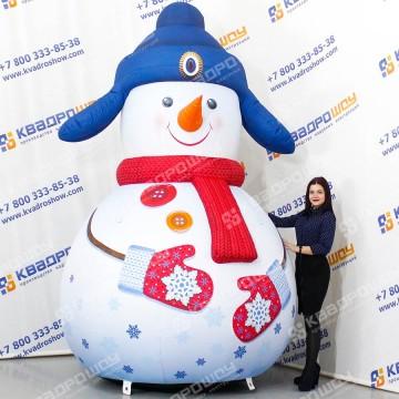 Надувной Снеговик в синей ушанке