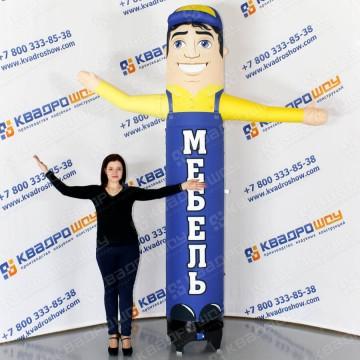 надувная рекламная фигура продавец мебели с машущей рукой