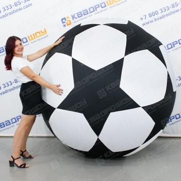 Огромный надувной футбольный мяч