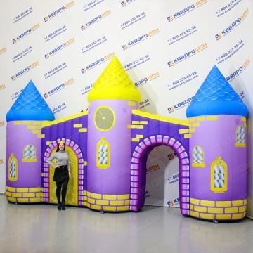 Надувной замок с тремя башнями