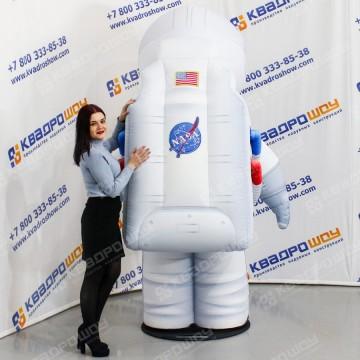 Надувная реклама на день космонавтики Космический пилот
