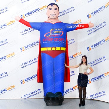 Наудвной супергерой в плаще