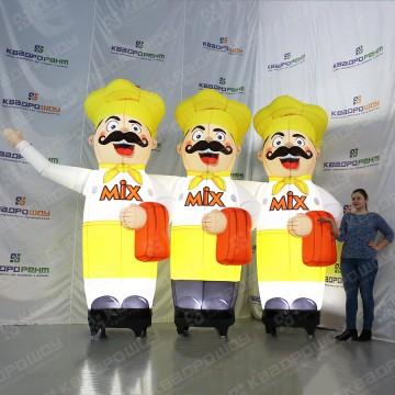 Рекламные надувные фигуры три повара в желтом с машущей рукой