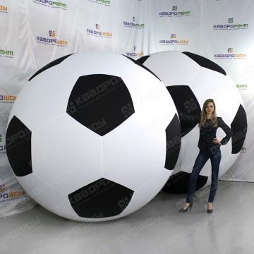 Огромные футбольные мячи ч\б
