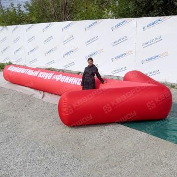 огромная красная надувная стрелка для приземления парашютистов