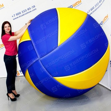 огромная надувная копия волейбольного мяча