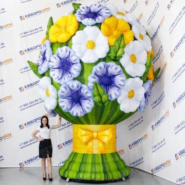 огромный надувной букет цветов