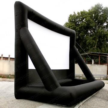 огромный надувной экран для кинотеатра в парке