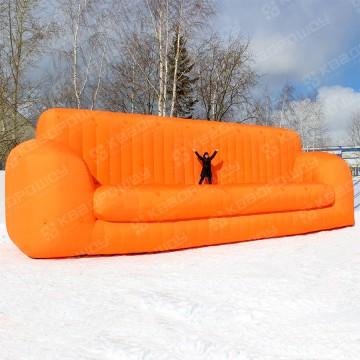 Надувной диван для рекламы магазина