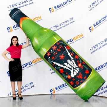 огромный рекламный муляж бутылки