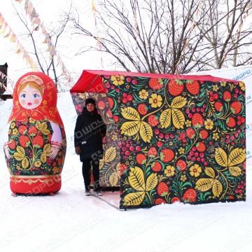 Палатка для торговли на масленицу и надувная матрешка фотозона
