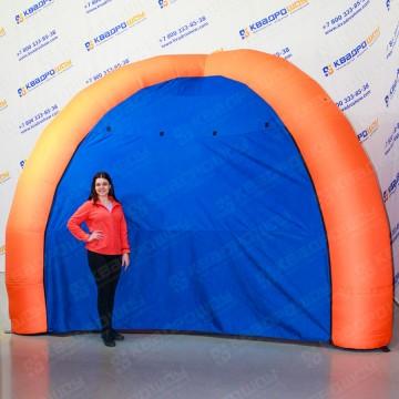 Надувная палатка на четырех опорах