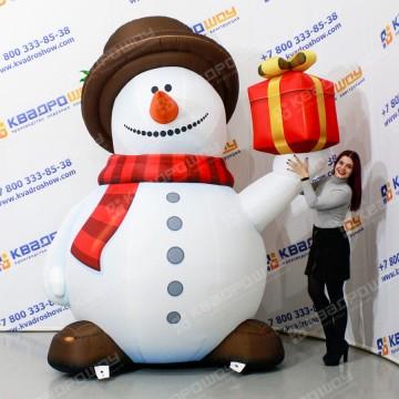 Надувная фигура снеговик в шляпе