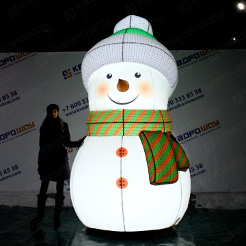 светящийся снеговик для ТРЦ