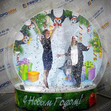 Гигантский snow globe для фотосесий
