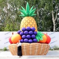 Гигантские надувные фрукты для рекламы в корзине
