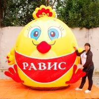 Надувной гигантский цыпленок