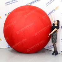 Большой красный мяч